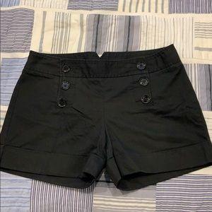 The cutest black shorts!